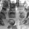 Foto de cima com diversos paineis com as estampas de máscaras que compõem a exposição