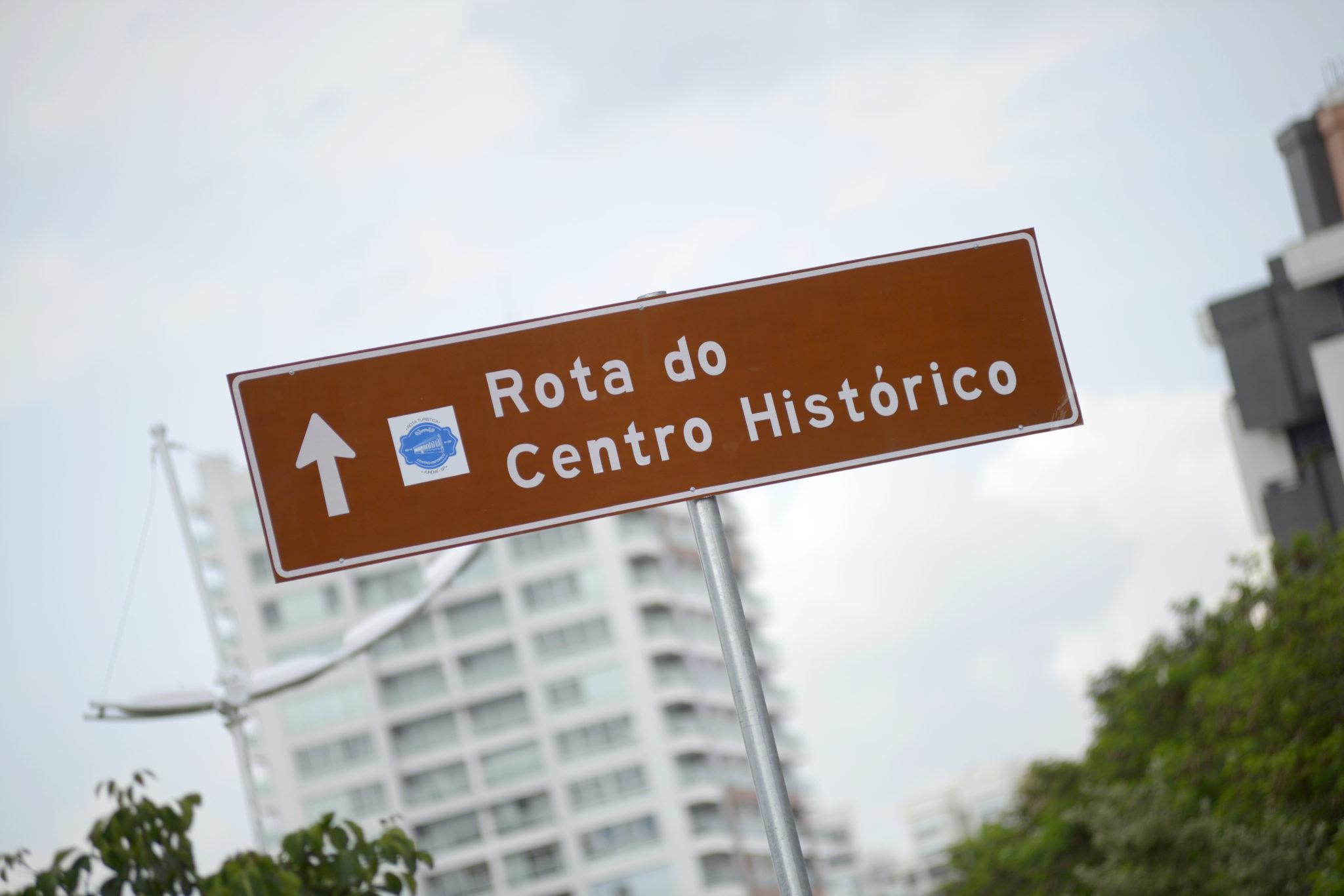 Placa de trânsito com a indicação da Rota do Centro Histórico